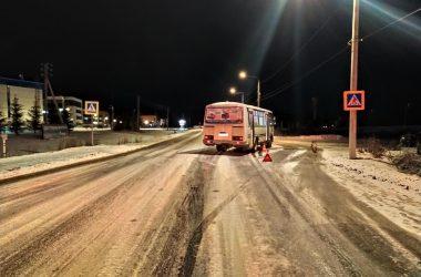 автобус сбил девушку в Кировской области
