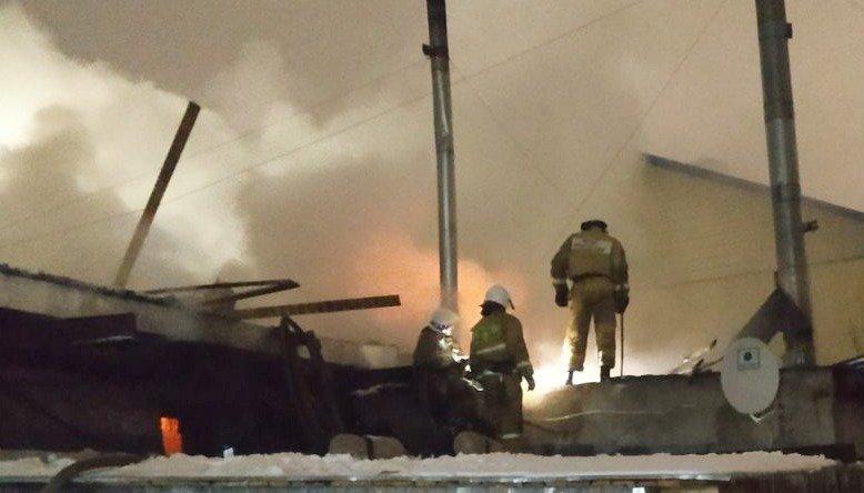 В Кирове горит производственное здание