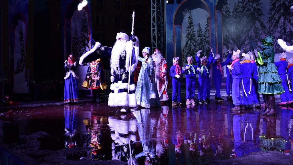 В Кирове зажглись огни на главной ёлке