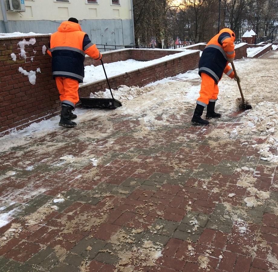 Улицы Кирова убирает вся возможная техника
