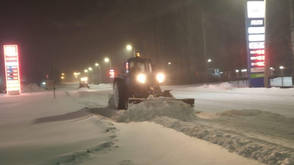 В Кирове устраняют последствия сильного снегопада