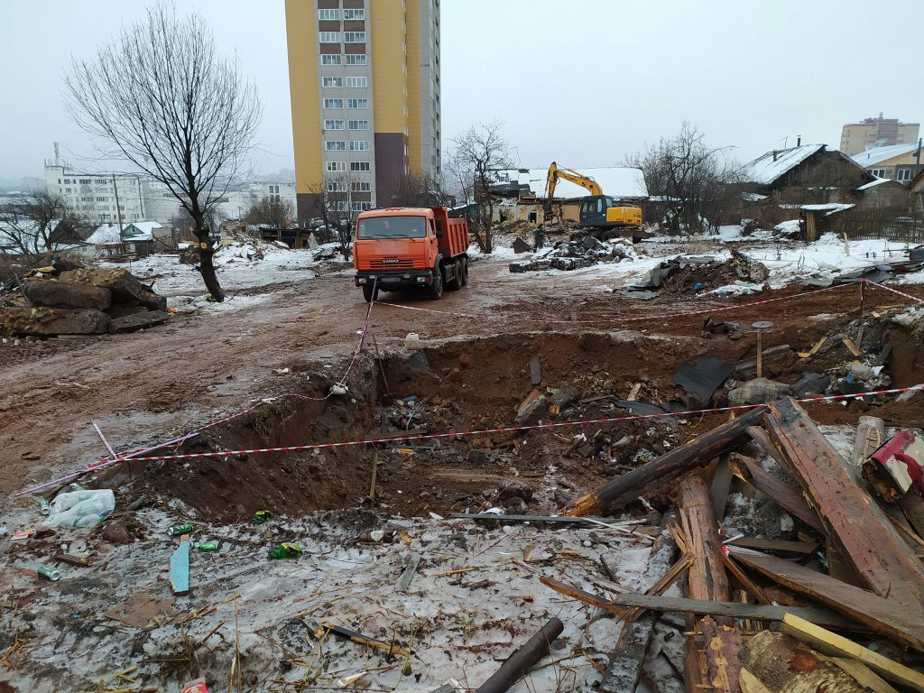 Жители района ОЦМ в Кирове могут провалиться в ямы после сноса домов
