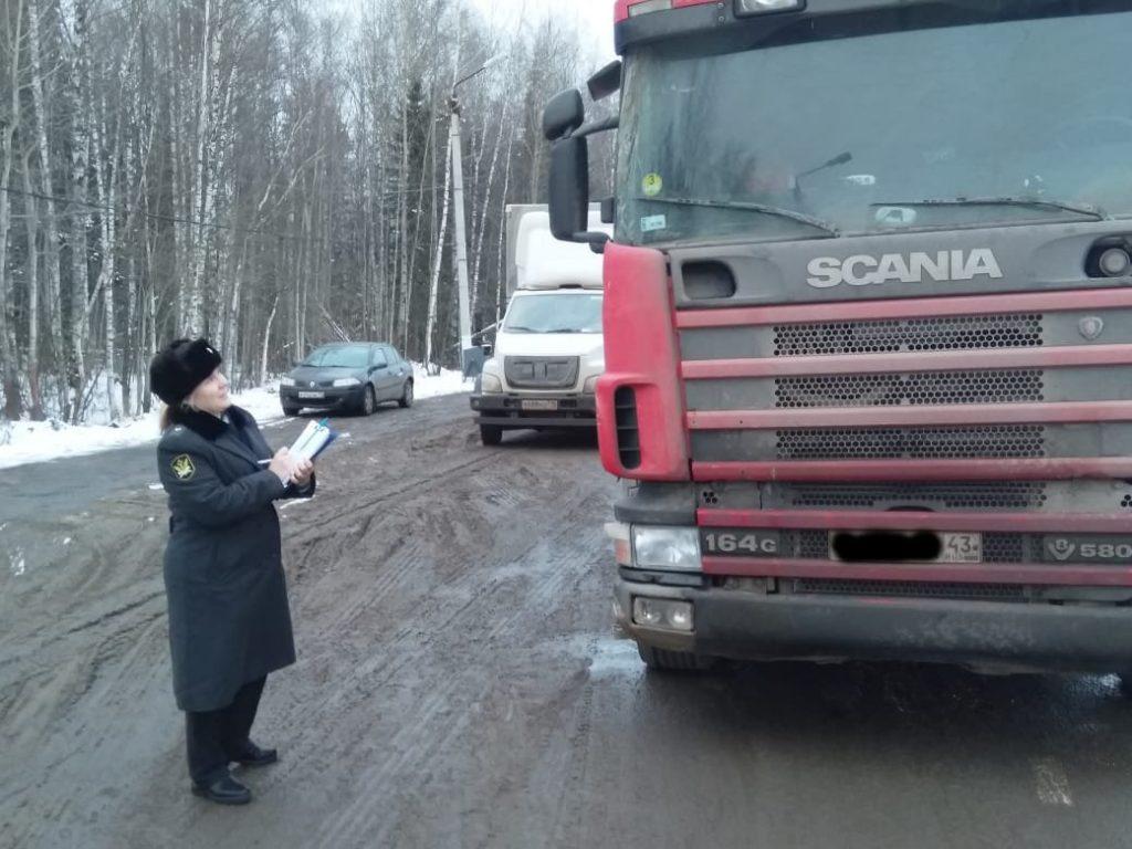 В Кирове водитель остановился по требованию ГИБДД и лишился грузовика
