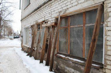 В Кирове разрушается стена пятиэтажки