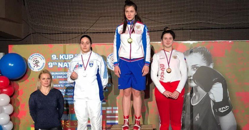 Кировчанка побила иностранку из-за золотаКировчанка побила иностранку из-за золота