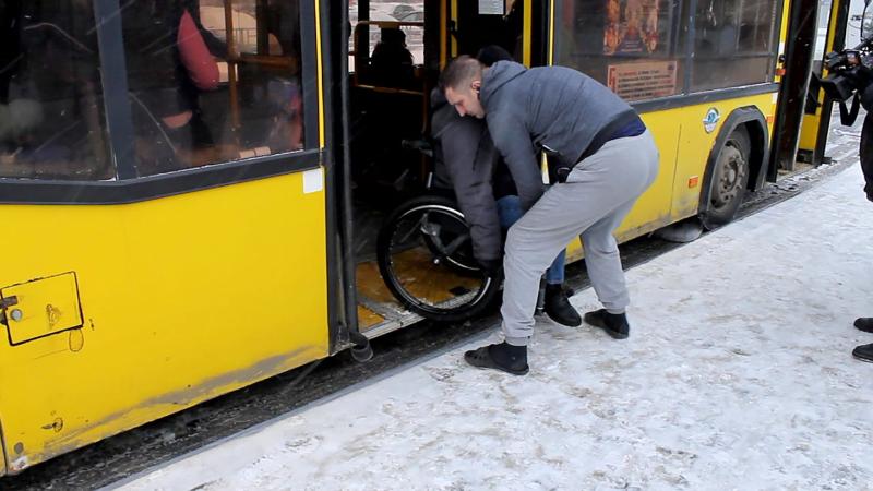В Кирове система вызова низкопольных автобусов оказалась бесполезной
