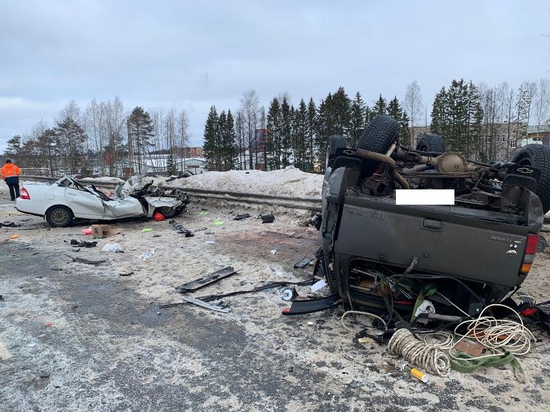 В тройном ДТП в Кирове пострадали три человека, один погиб