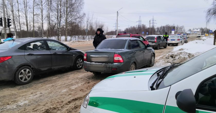 В Кирово-Чепецке у должников арестовали три машины и мобильник