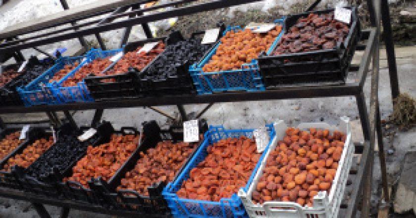В Малмыже гражданин Таджикистана торговал сухофруктами неизвестного происхождения