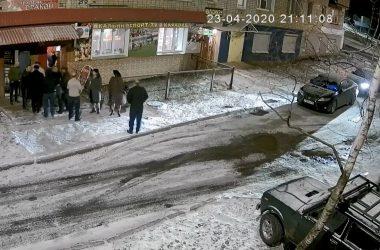 Кировские активисты ОНФ просят правоохранителей разобраться с корпоративами и продажей «фунфыриков» в доме по соседству с участковым пунктом полиции