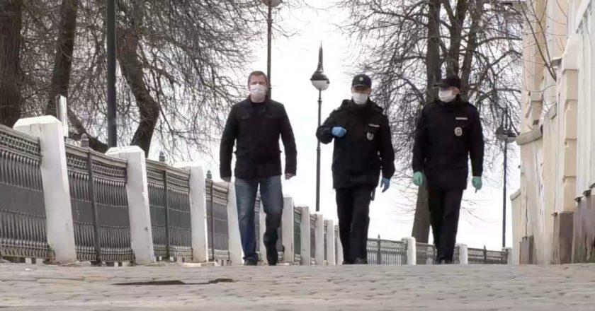 сотрудники полиции и теруправления по Первомайскому району проводят профилактическую работу в парке им. Гагарина, Александровском саду и на набережной Грина.