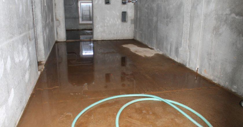 Кировские активисты ОНФ обратились в жилищную инспекцию по поводу подтопления подвала жилого дом