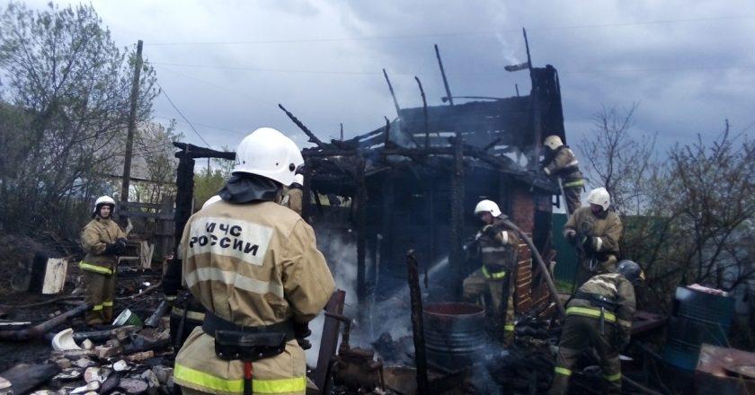 Двое взрослых и ребенок сгорели в маленьком садовом домике в Кирове