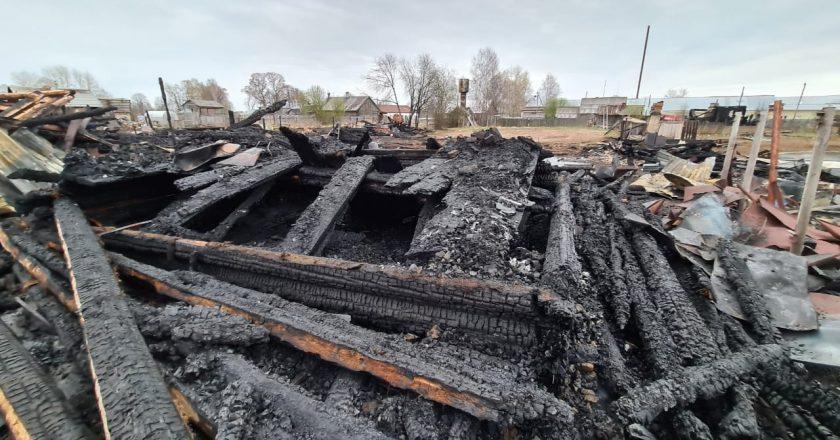 2при пожаре в Белохолуницком районе погиб мужчина