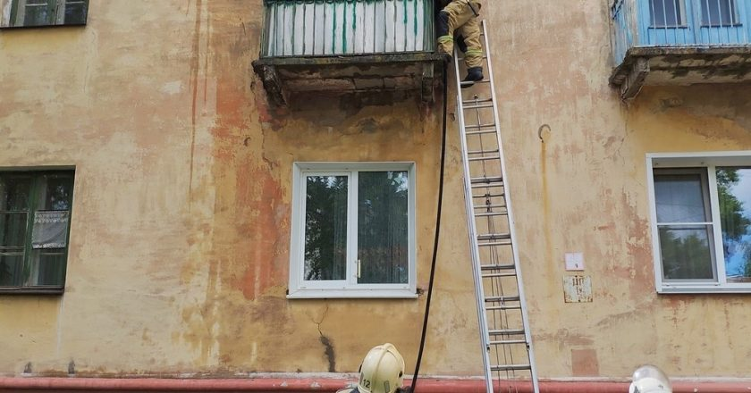 В Кировской области прохожий спас двух детей из пожара