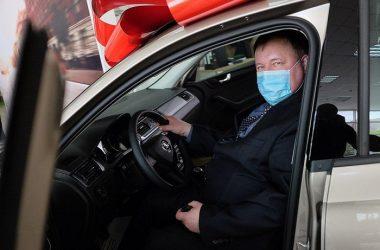 В Кирове лучшему врачу-инфекционисту вручили иномарку