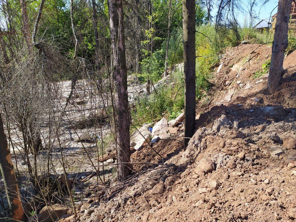 Забетонированный лес в Чистых Прудах заваливают строительными отходами