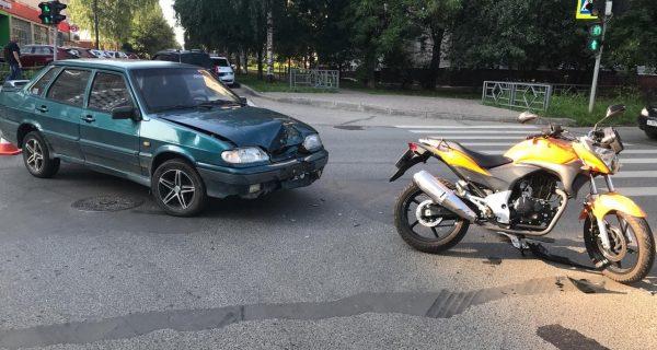 В Кирове в ДТП попал мотоциклист