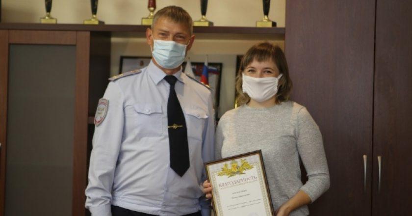 В Кирове прохожая спасла девочку, которую зажало в дверях автобуса
