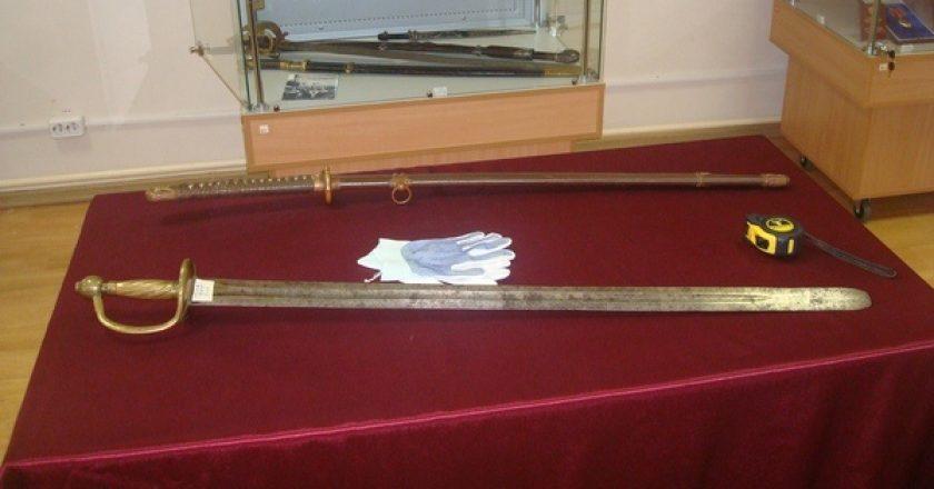 В краеведческий музей привезли клады и редкое оружие