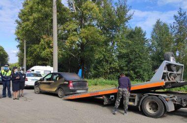 В Кирове у 10 водителей забрали машины прямо на дороге