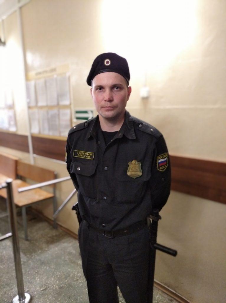 В Кировской области судебный пристав спас семью при пожаре
