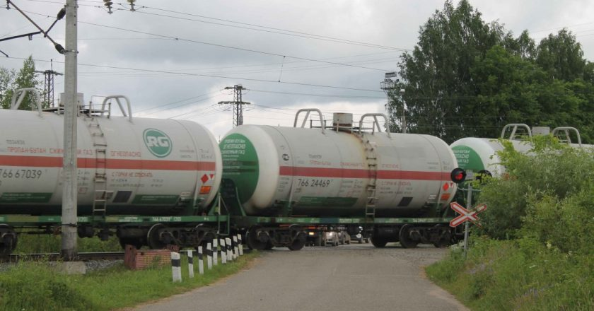 Из-за длительной стоянки поездов на перегоне в Поздино могут погибнуть люди