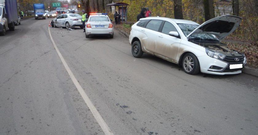 В Кирове в ДТП пострадал водитель иномарки