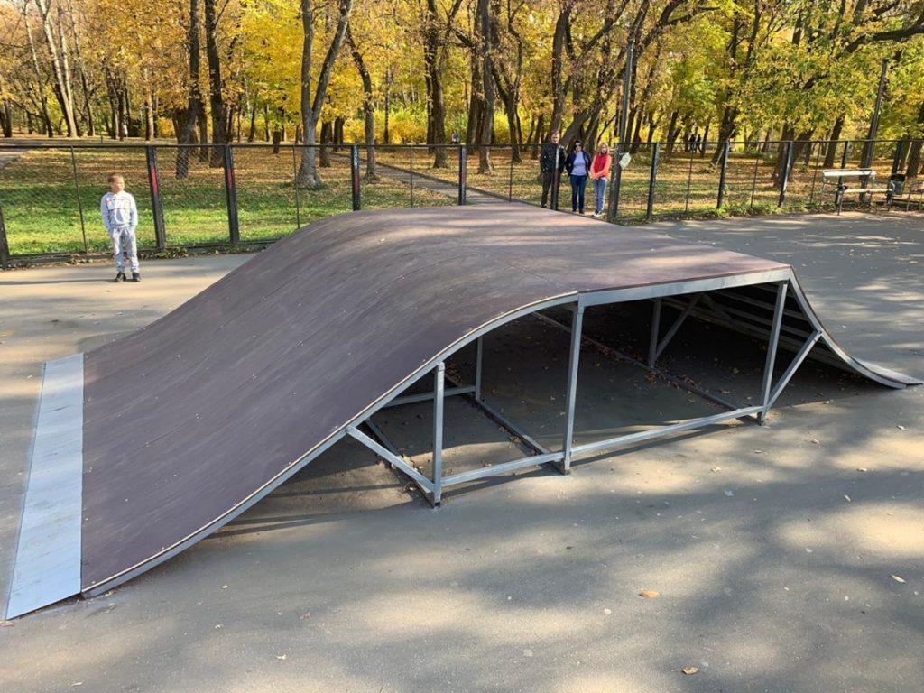 В Кирове начали ремонт скейт-площадки, которая находится в парке у цирка. Об этом сообщает пресс-служба городской администрации.