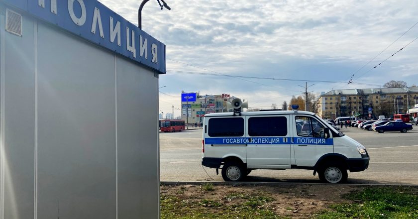 На улицы Кирова выехал патрульный автомобиль с громкоговорителями