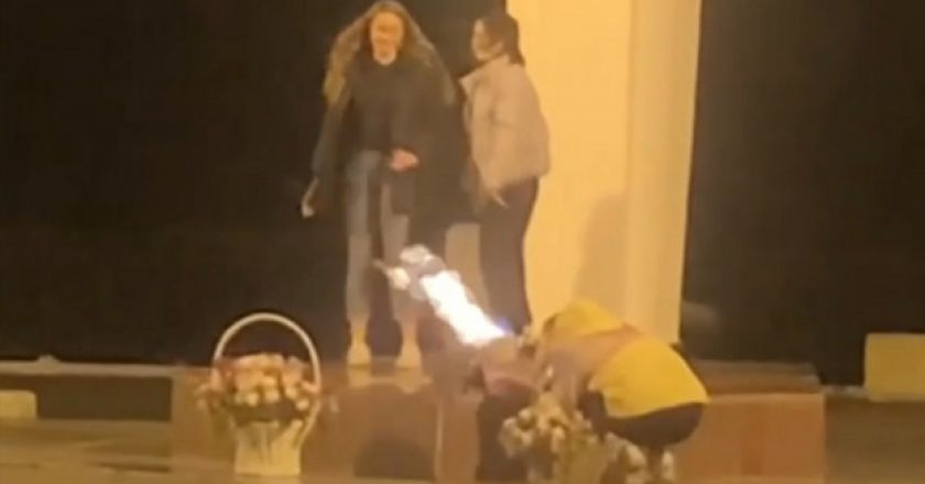 Кировчанке, которая позировала для фото у Вечного огня, вынесли предупреждение