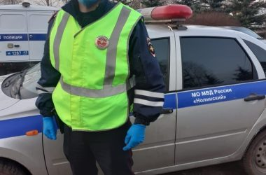 В Кировской области сотрудник ГИБДД спас тонущего мужчину