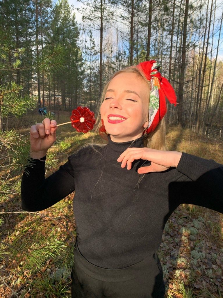 Жительницу Котельничского района признали одним из лучших сельских блогеров страны