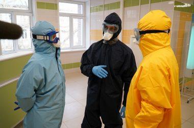 Представителю областного Заксобрания показали, как лечат пациентов с COVID-19