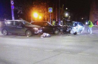 Шесть человек пострадали в тройном ДТП на Ленина в Кирове
