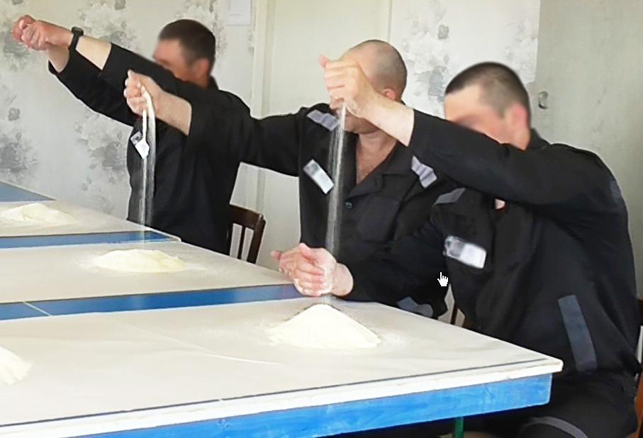 Кировские осужденные снимают эмоциональное напряжение манкой