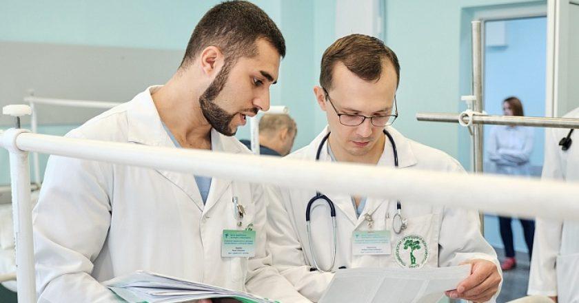 Кировские врачи спасли мужчину с тяжелейшими травмами после ДТП