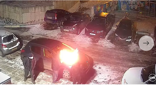 В Кирово-Чепецке неизвестные сожгли автомобиль редактора новостного портала