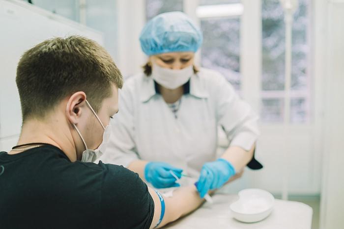 В Кировской области стартовал третий этап испытания вакцины от новой коронавирусной инфекции, которую разработал институт имени М.П. Чумакова. Об этом сообщили в региональном правительстве.