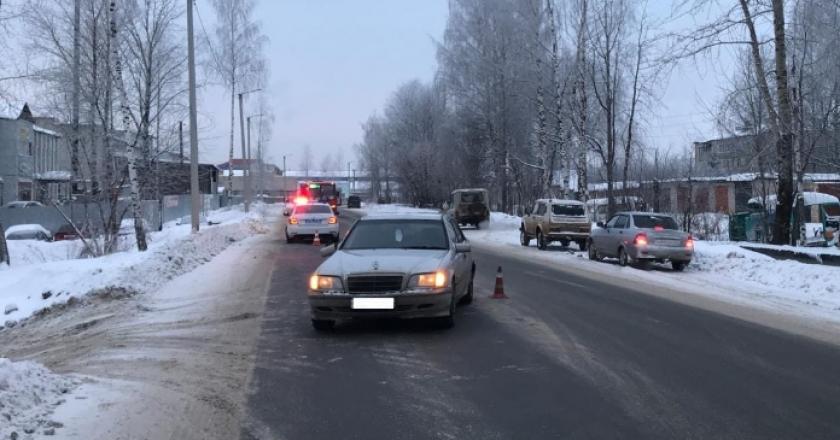 ГИБДД опубликовало сводку о происшествиях на дороге 30 декабря. По данным ведомства, на дорогах в Кирове и области произошло шесть дорожных аварий. В них пострадали шестеро.