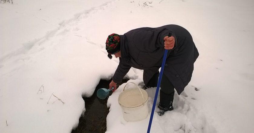 Жители посёлка в Кировской области три недели живут без воды