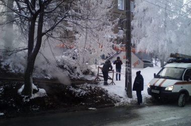 В центре Кирова провалилась земля над теплотрассой