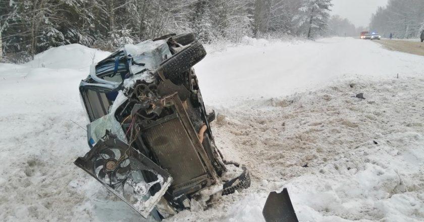 В Кирово-Чепецком районе столкнулись два легковых автомобиля, один человек погиб