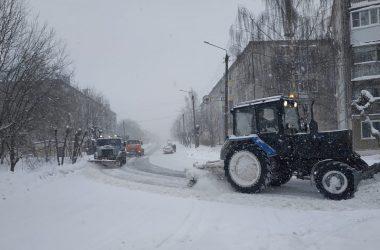 Подрядчики ведут патрульную очистку дорог и тротуаров