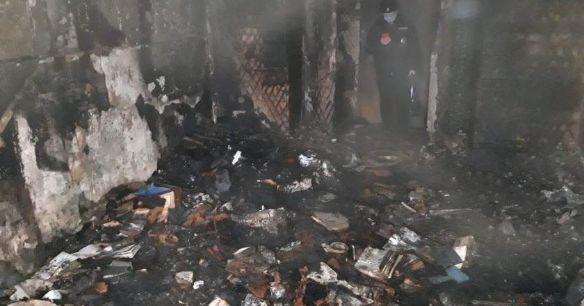 В Кирове при пожаре в многоквартирном доме погибли два человека