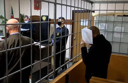 В Киров привезли из Казани маньяка, обвиняемого в 27 убийствах и покушениях