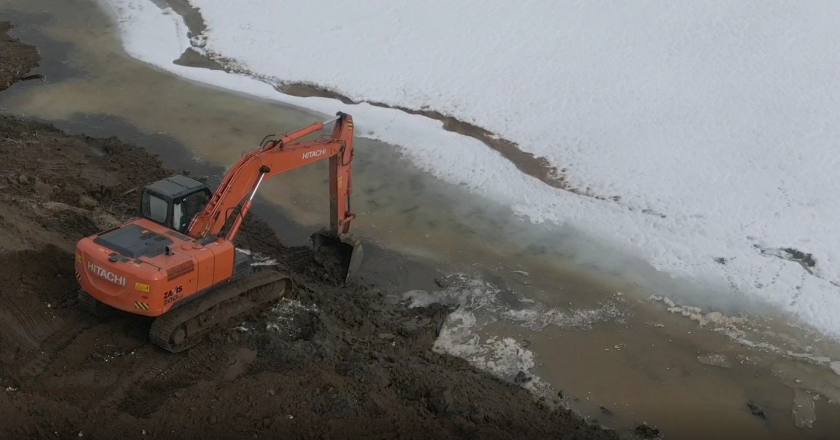 В водоохранной зоне реки Чахловица незаконно строят водоем