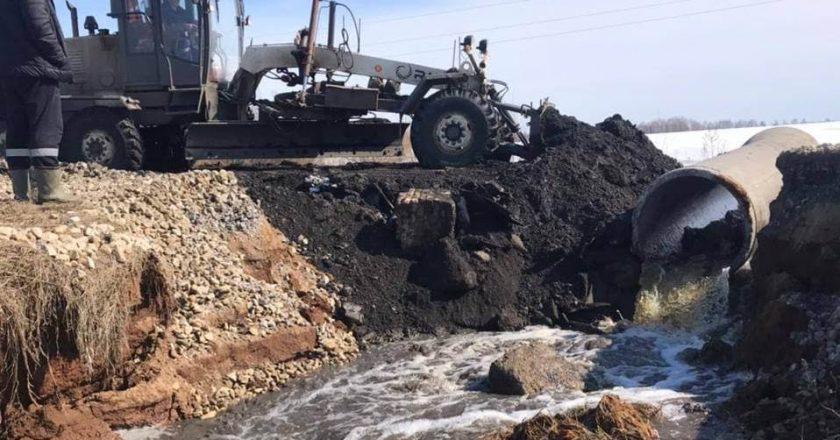 В Пижанском районе вешние воды размыли дорогу до деревни