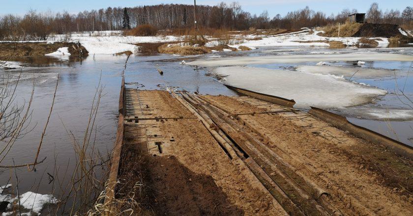 «Нарушено сообщение с тремя населёнными пунктами»: в Кикнурском районе затопило мост