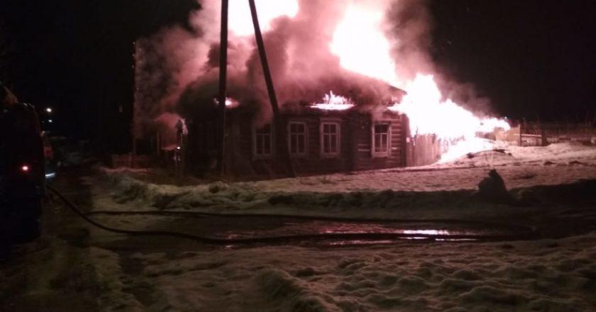 На пожаре в Омутнинске погибли два человека